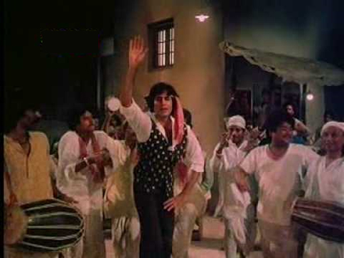 Amitabh Bachchan Singing Khaike Paan Banaras Wala in Bollywood Movie Don